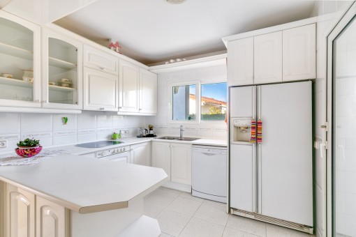 Fully equipped kitchen in white