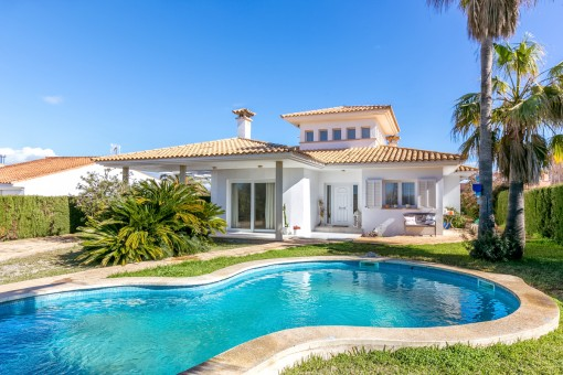 Spacious chalet on the sercond sea line in Sa Torre