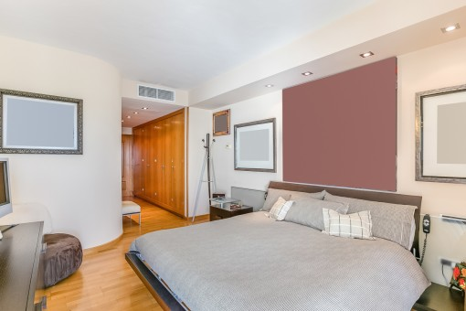 Capacious bedroom with dressing area