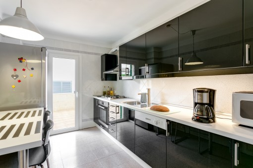 Modern and fully equipped kitchen with terrace access