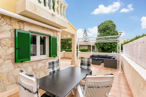 Large terrace with dining and lounge area