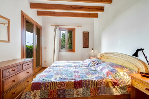 Double-bedroom in warm colours