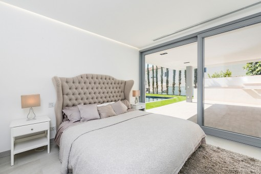 Double bedroom with garden access