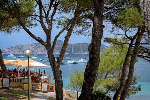The beach promenade of Santa Ponsa is very close