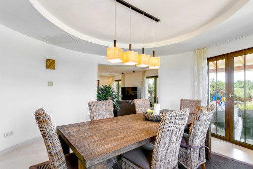 Beautiful dining area with terrace access