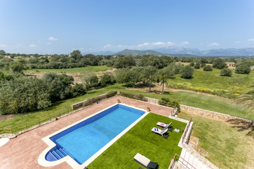 The finca offers wonderful panoramic views over the landscape