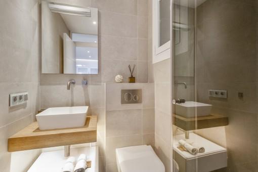 The apartment offers 3 en suite bathrooms