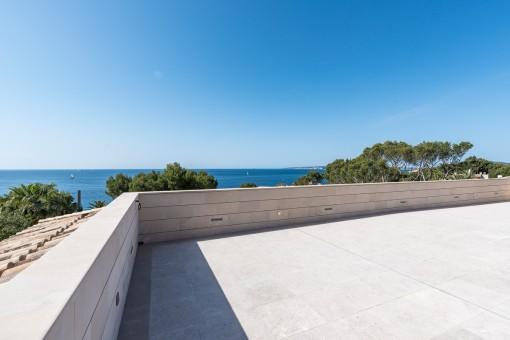 Spacious roof top terrace