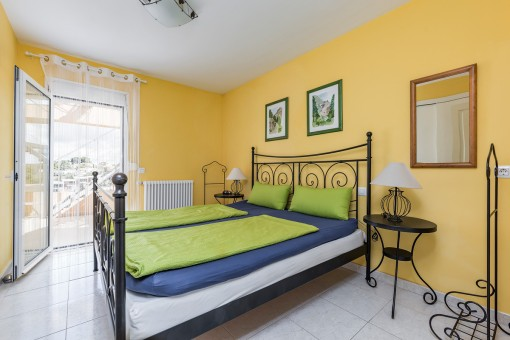 Friendly double-bedroom with terrace access