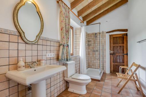 Charming shower-bathroom