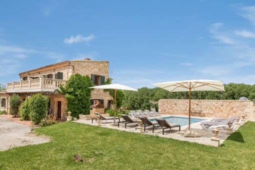 Finca with renting licence on a 15.200 sqm plot with a saltwater pool near to Sineu