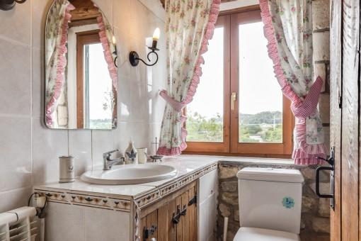 Bathroom in a very traditional stlye
