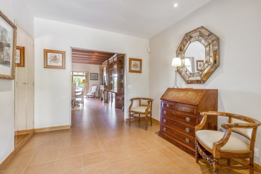 The villa has a living space of 380 sqm