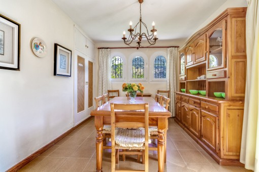 Further inviting dining area
