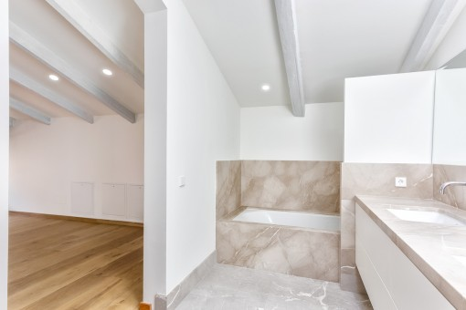 The beautiful bathroom en suite