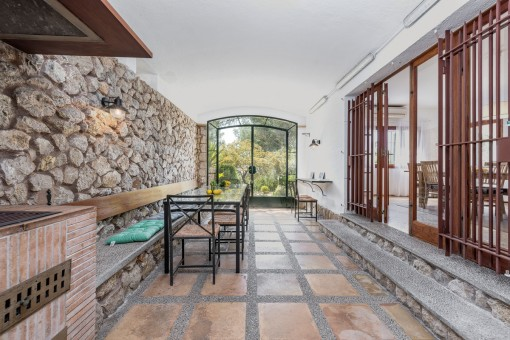 Rustic wintergarden with natural stone wall