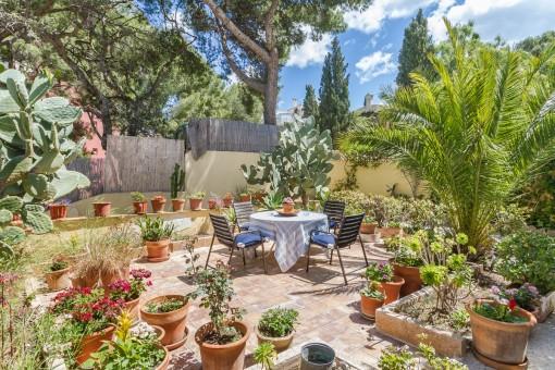 Idillic garden of the property