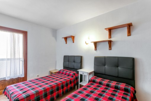 Beautiful bedroom with balcony access