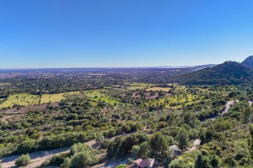 A beautiful landscape surrounds the finca