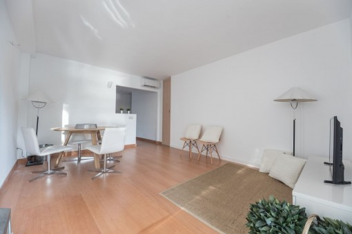 The newly renovated apartment has a living space of 110 sqm