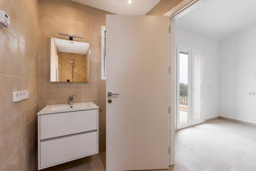 Further en suite bathroom