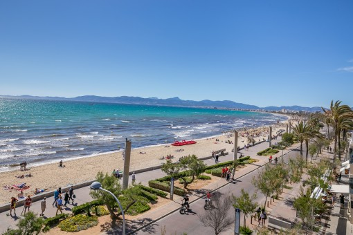 Fantastic views over the beach promenade