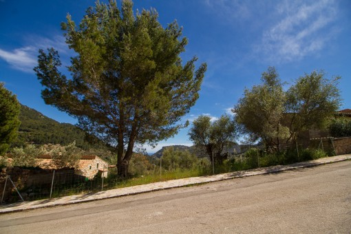 Valldemossa can be reached by foot in a few minutes