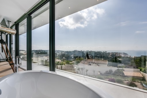 Inviting bath tub with landscape views