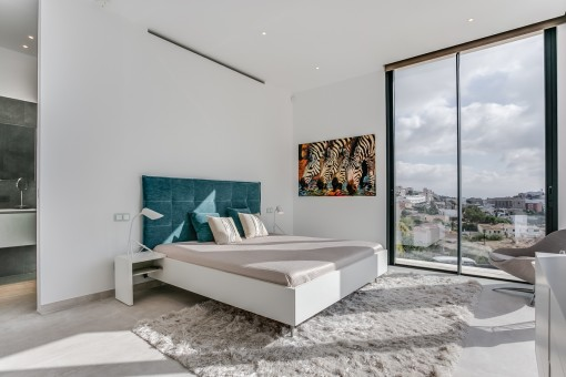 Cosy master bedroom with bathroom en suite