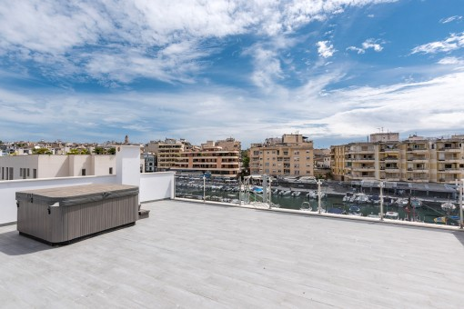 Lovely roof terrace with whirlpool
