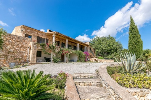 Natural-stone finca with panoramic views near Manacor