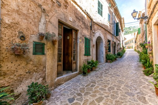 Mallorcan house with terrace and large patio in Valldemossa
