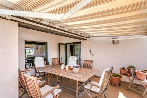 The terrace with awning offers space for up to 7 persons
