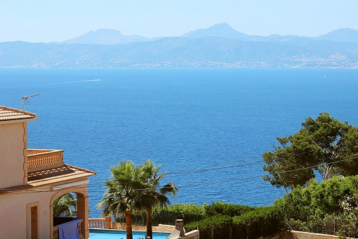 Mallorcan villa with fantastic sea views in Badia Gran