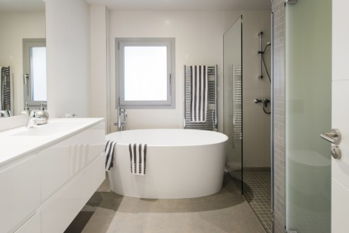 High-quality bathroom with bathtub and shower