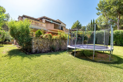 A beautiful 6-bedroom detached villa in a lovely urbanization near Santa Ponsa Golf Club