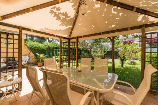 Charming dining area in the garden