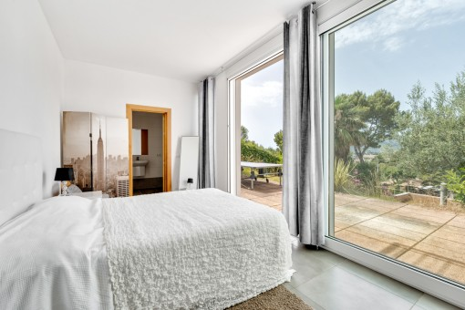 Second double bedroom with terrace access