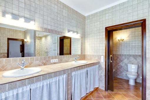Spacious and elegant bathroom