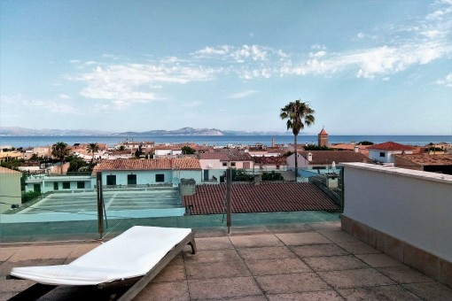 Spacious family house with roof terrace and sea views in Colonia Sant Pere