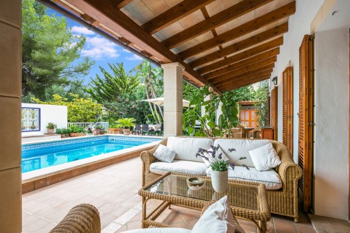 Charming lounge area next to the pool