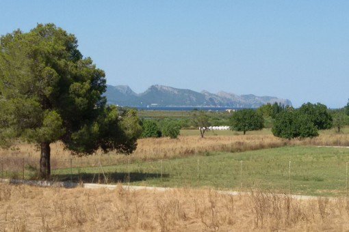 Large building plot with sweeping views near Alcudia with a basic project