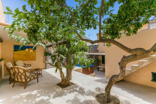 Typical town house with a wonderful patio in Arta