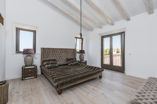 Second double bedroom with wooden beams