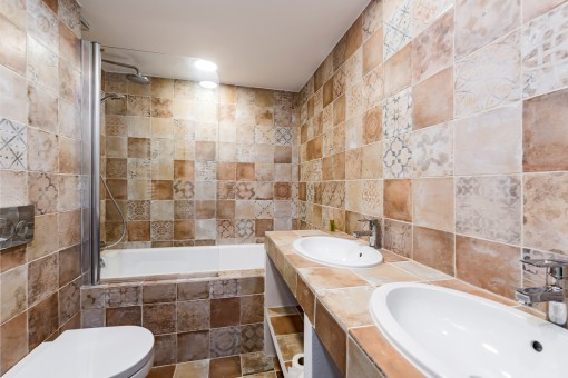 One of 3 high-quality bathrooms