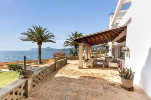 Beautiful veranda with high-quality lounge furniture