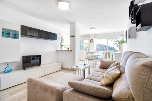 Beautifully furnished living and dining area