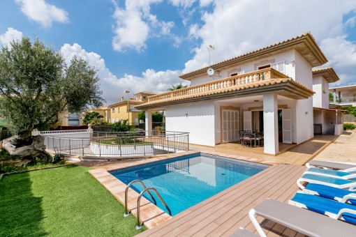 Generous villa with renting licence in one of the most desirable areas in the south of Mallorca
