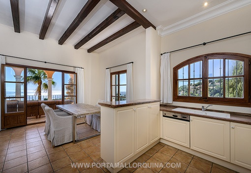 Open kitchen beside dining room