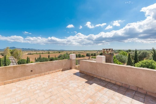 Spacious roof terrace with stunning open views
